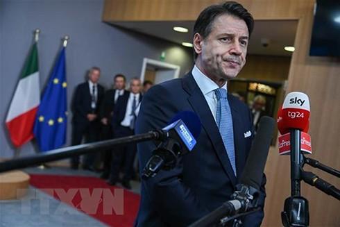 Thủ tướng Italy Giuseppe Conte tại cuộc họp báo ở Brussels, Bỉ. (Ảnh: THX/TTXVN)