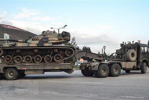 Binh sỹ Thổ Nhĩ Kỳ triển khai tại khu vực gần biên giới với Syria. (Ảnh: AFP/TTXVN)