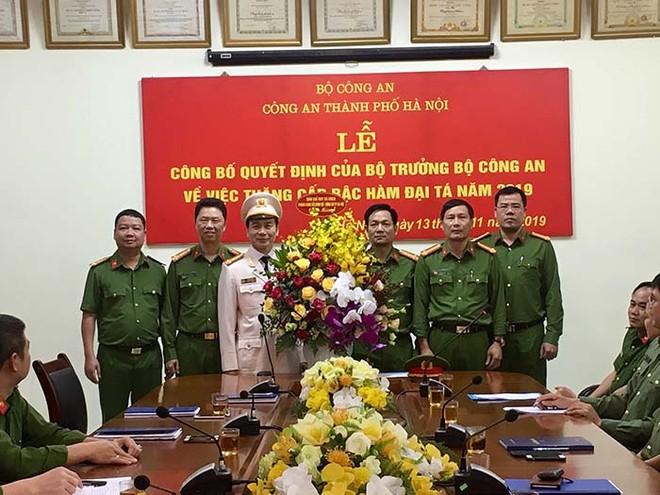 Ban chỉ huy phòng CSHS chúc mừng Đại tá Nguyễn Bình