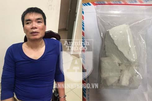 Đối tượng Ngọc bị bắt giữ cùng tang vật là túi ni lông bên trong chứa cục bột nghi là heroin
