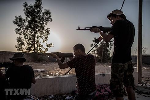 Các tay súng ủng hộ Chính phủ được LHQ bảo trợ xung đột với lực lượng nổi dậy Quân đội quốc gia Libya (LNA) tại Tripoli