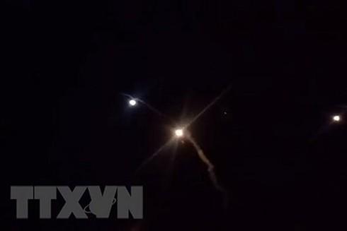 Tên lửa Iran phóng trúng căn cứ quân sự Mỹ ở Ein-al Asad, Iraq. (Nguồn: AFP/TTXVN)