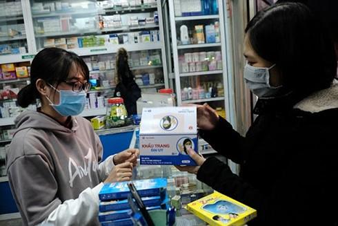 Các hiệu thuốc thi nhau tăng giá khẩu trang y tế