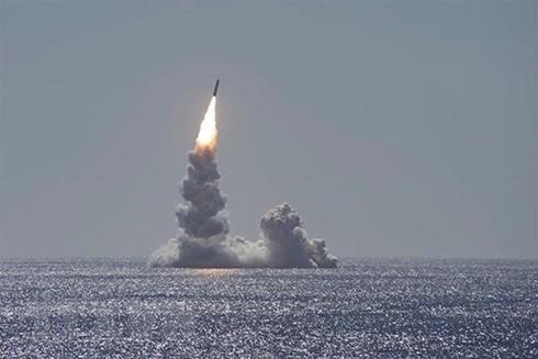 Vụ phóng thử tên lửa Trident II từ tàu ngầm USS Maine ở ngoài khơi bờ biển San Diego, bang California, Mỹ ngày 12-2-2020. (Nguồn: The Sun/TTXVN)