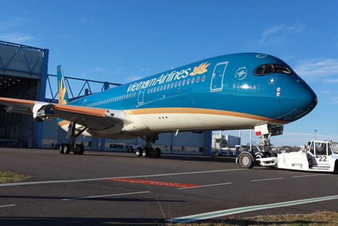 Toàn bộ hành khách và phi hành đoàn được đưa đi cách ly, máy bay được khử trùng