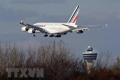 Máy bay Airbus A380 của Hãng hàng không Pháp hạ cánh xuống sân bay quốc tế John F. Kennedy ở New York (Mỹ) ngày 20-11-2009. (Nguồn: AFP/TTXVN)