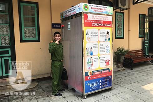 Trung tá Mai Hồ Bắc - Đội trưởng đội Cảnh sát Kinh tế - Công an quận Hoàn Kiếm rất hào hứng với công trình đầy thiết thực này