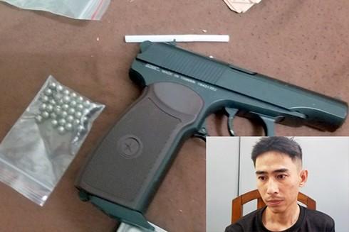 Cảnh sát thu giữ súng và đạn tại nơi ở của Phương