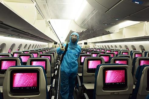 Máy bay được phun khử trùng
