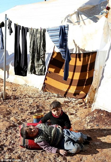 Cuộc sống ngập ngụa trong bùn của người tị nạn Syria ảnh 7
