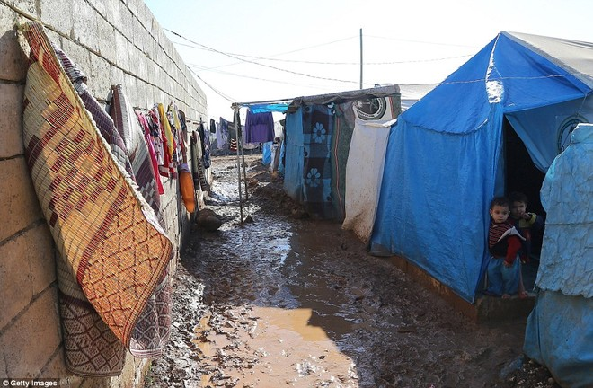 Cuộc sống ngập ngụa trong bùn của người tị nạn Syria ảnh 12