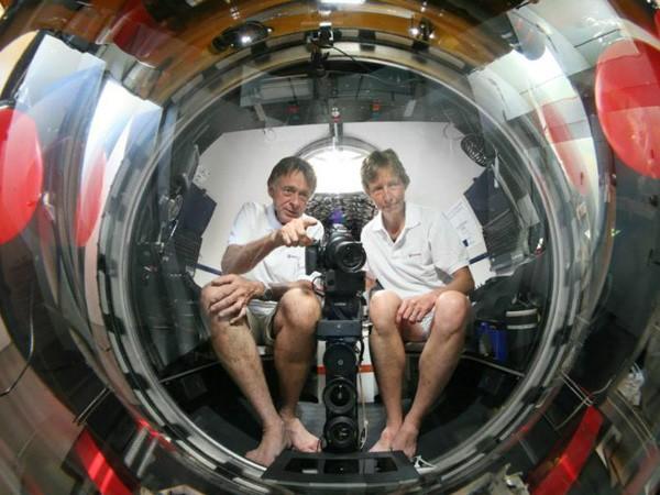 Vợ chồng già người Đức sắm tàu ngầm, săn mực khổng lồ bí ẩn ảnh 1