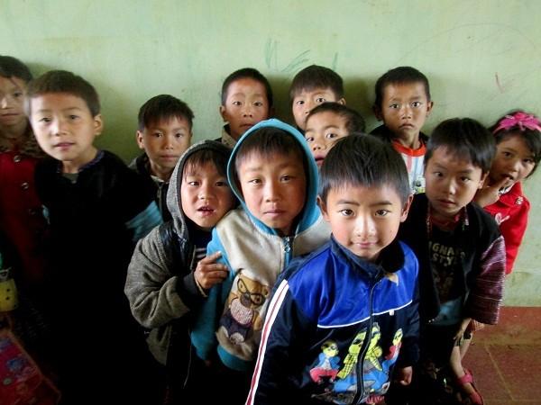 Ánh mắt con trẻ trong veo giữa miền sơn cước Hang Kia ảnh 14