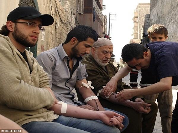 IS ép buộc dân chúng Raqqa hiến máu cứu quân