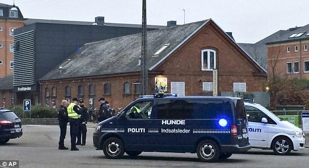 Cảnh sát có mặt trong khu vực