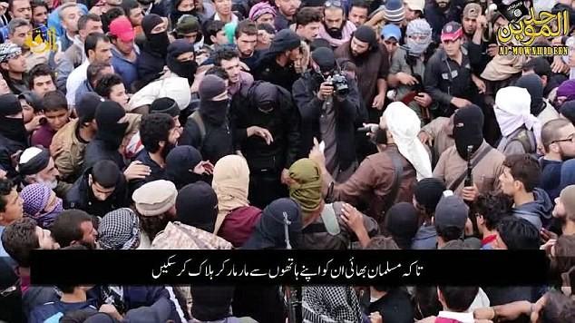 Đám đông ủng hộ cực đoan vây tròn và đánh chết 3 con tin