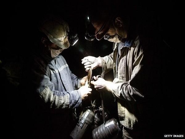 Thợ mỏ vẫn tiếp tục làm việc, bất chấp cuộc xung đột diễn ra ở miền đông Ukraine