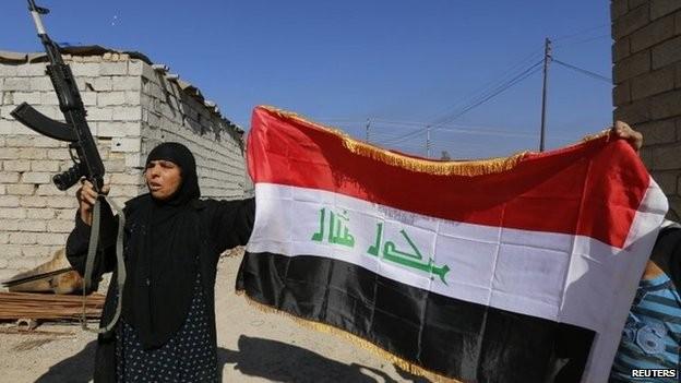 Cư dân của al-Alam, phía bắc Tikrit chào đón quân chính phủ hôm 10-3