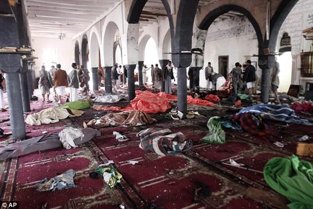 Khung cảnh tan tác bên trong nhà thờ Al-Hashoosh