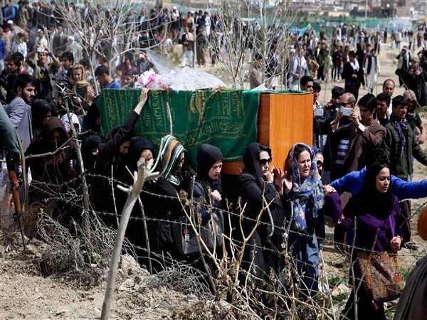 Đám tang của cô gái vô tội diễn ra hôm 22-3 ở ngôi làng phía bắc Kabul