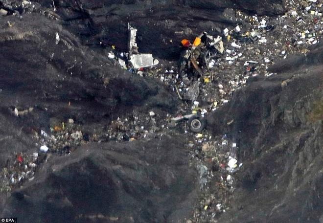 Hiện trường vụ tai nạn hàng không thảm khốc khiến 150 người thiệt mạng