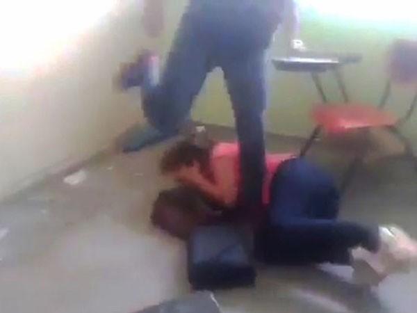 Nữ giáo viên bị đánh ghen kinh hoàng ngay trong lớp học ảnh 1