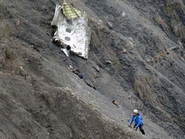Nghi án động trời vụ A320 rơi: Cơ phó cố tình đâm máy bay vào núi? ảnh 1
