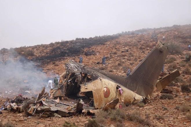 Một mảnh vỡ của chiếc ATR-42 tại hiện trường