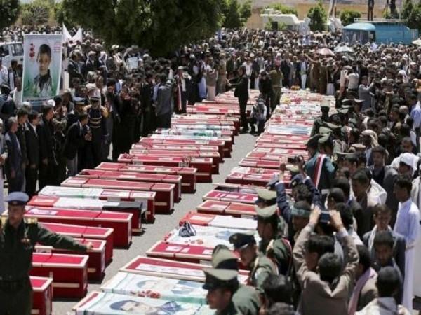 Quan tài của những người thiệt mạng trong cuộc không kích của Ả Rập Saudi vào Sanaa hôm 26-3