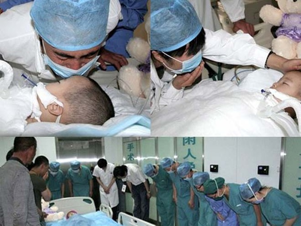 Xúc động giây phút y bác sĩ cúi rạp trước thi thể những em bé hiến nội tạng ảnh 6