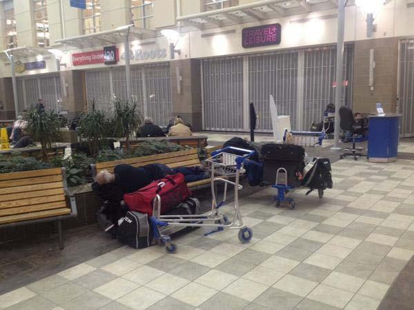 Máy bay của Canada Airline gặp nạn, 22 người bị thương ảnh 3