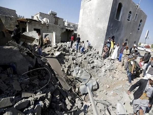 Thủ đô Sanaa tan hoang sau cuộc không kích do liên quân Ả Rập Saudi dẫn đầu hôm 26-3