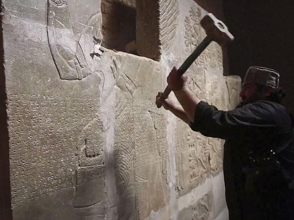 IS dùng bom nổ tung thành phố Assyrian, 3.000 năm tuổi tại Iraq ảnh 2