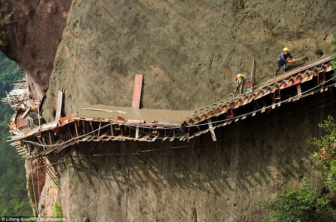 """""""Bán mạng"""" xây dựng con đường nguy hiểm nhất Trung Quốc ảnh 8"""