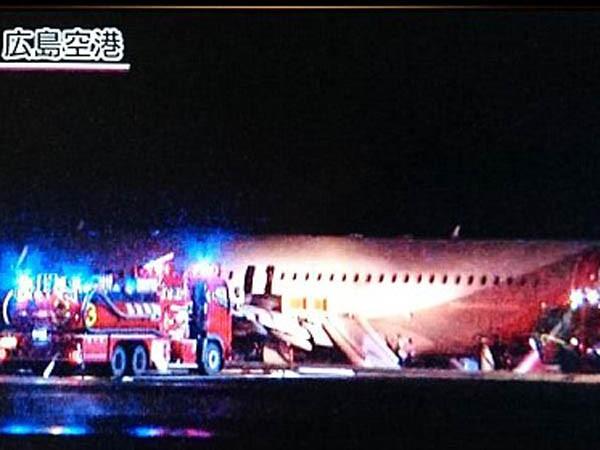 Nhật Bản: Máy bay OZ162 gặp nạn khi hạ cánh, 20 người bị thương ảnh 3
