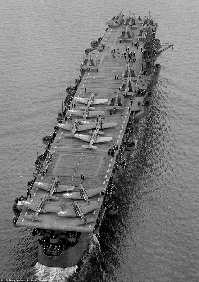 Tàu sân bay Mỹ nguyên vẹn dưới đáy biển sau hơn 6 thập kỷ ảnh 3