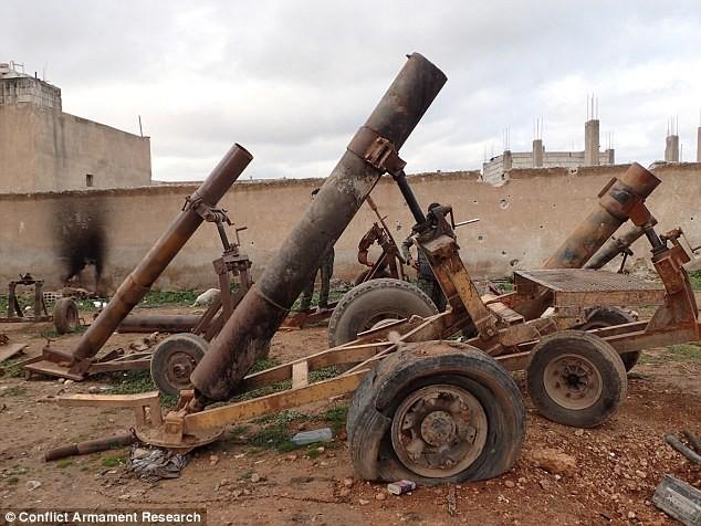 Bất ngờ trước kho vũ khí IS sử dụng trong cuộc chiến ở Kobani ảnh 2