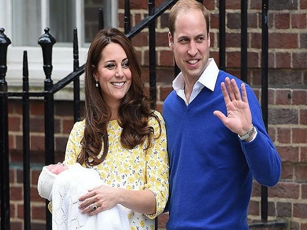 2 vợ chồng Hoàng tử Anh xuất hiện với nụ cười rạng rỡ khi ra mắt thành viên mới của gia đình