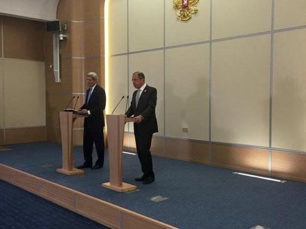 """Ngoại trưởng Mỹ: Tổng thống Poroshenko nên """"động não"""" trước khi dùng vũ lực tại Donbass ảnh 2"""