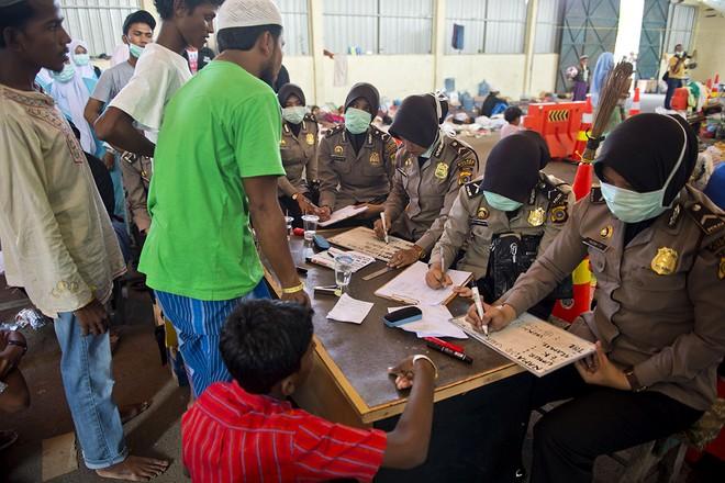 Cuộc sống bên trong trại tị nạn của người di cư Đông Nam Á ảnh 17