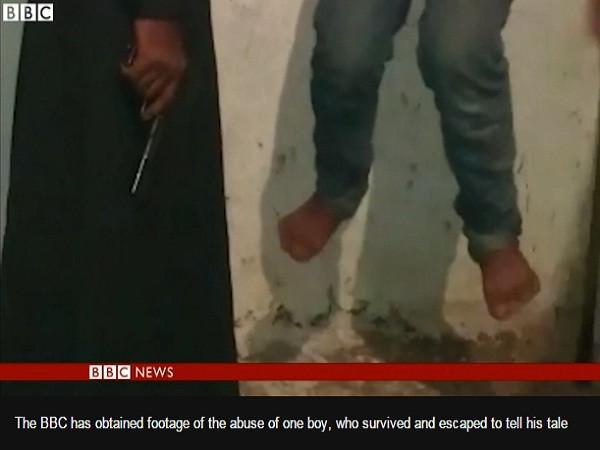 Video IS tra tấn dã man cậu bé Syria 14 tuổi bằng roi điện ảnh 1