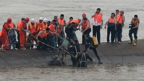 Hàng trăm người cao tuổi mất tích trong vụ chìm tàu Ngôi sao phương Đông ảnh 2