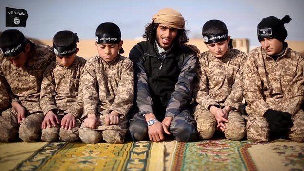 Video IS tra tấn dã man cậu bé Syria 14 tuổi bằng roi điện ảnh 2