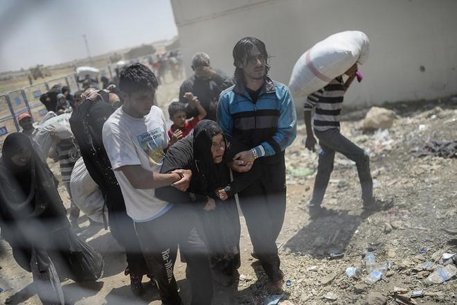 """Thảm cảnh người tị nạn Syria """"xé rào"""" vượt biên, chạy trốn cuộc chiến IS ảnh 11"""