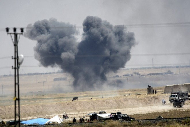 """Thảm cảnh người tị nạn Syria """"xé rào"""" vượt biên, chạy trốn cuộc chiến IS ảnh 4"""