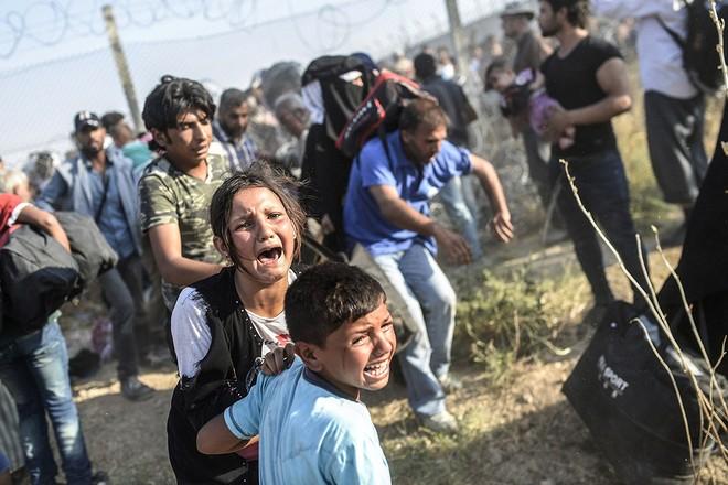"""Thảm cảnh người tị nạn Syria """"xé rào"""" vượt biên, chạy trốn cuộc chiến IS ảnh 14"""