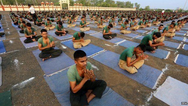 Thủ tướng Ấn Độ hào hứng tập Yoga, xác lập kỷ lục thế giới ảnh 3