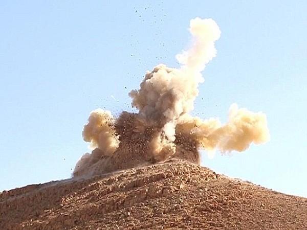 """IS """"thổi bay"""" lăng mộ hậu duệ Tiên tri Mohammed bằng thuốc nổ ảnh 1"""