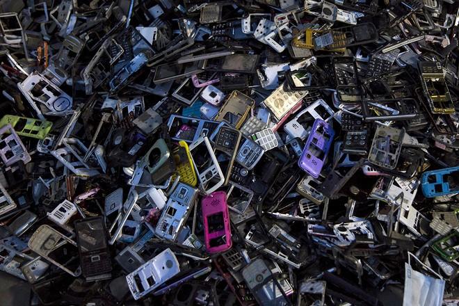 Giật mình trước những bãi rác điện tử khổng lồ ở thị trấn chết Guiyu ảnh 5