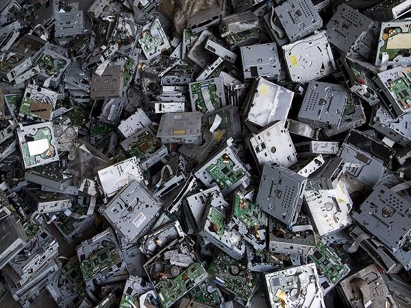 Giật mình trước những bãi rác điện tử khổng lồ ở thị trấn chết Guiyu ảnh 6